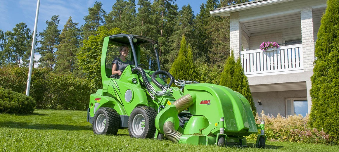 avant_collectinglawnmower1200_main